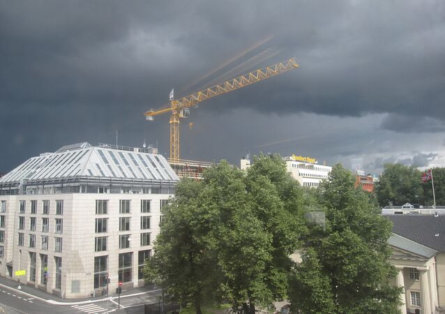 Falling oil prices pose a considerable challenge for the Norwegian economy. Above: Dark clouds over Oslo Stock Exchange