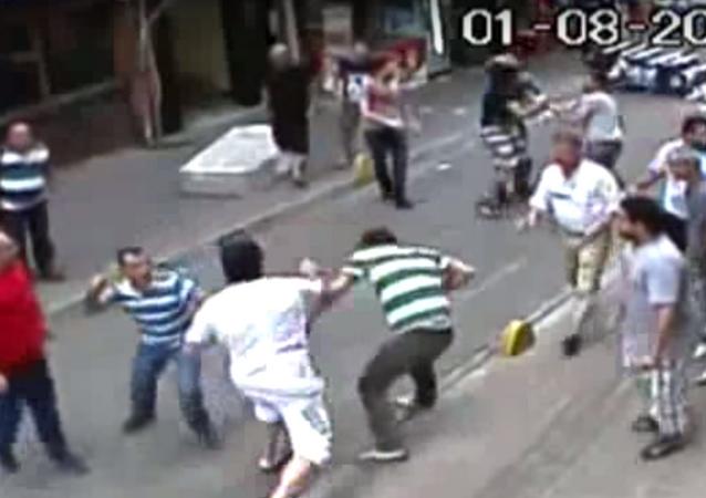 Irish Boxer Defends Himself Against an Entire Neighborhood in Turkey