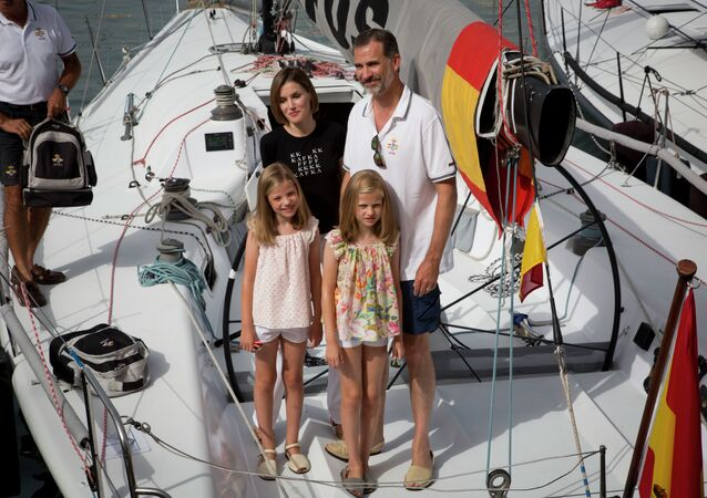 Spain's king Felipe (R), his wife Letizia (top L) and their daughters Leonor (bottom R) and Sofia pose on board of Aifos sailboat at the Royal Sailing Club before the start of the last day comptetition of Copa del Rey (King's Cup) regatta, in Palma de Mallorca on August 8, 2015
