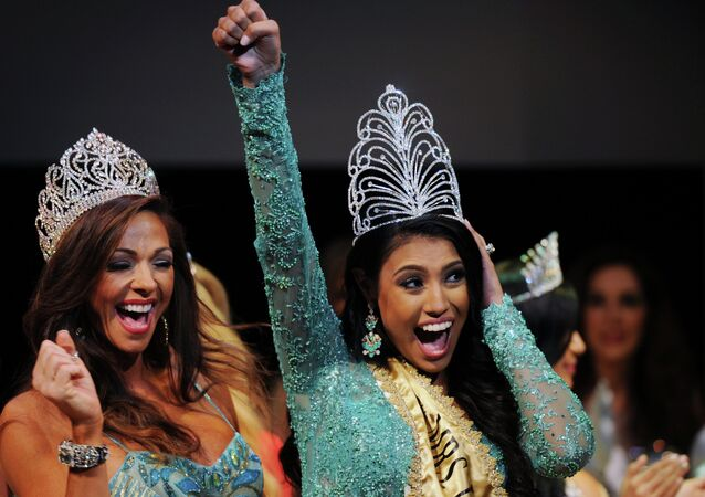 Married With Children: Canada Steals the Show at Mrs Universe 2015