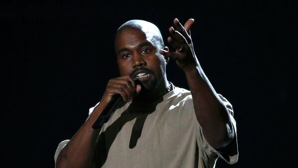 Kanye West accepts the Video Vanguard Award at the 2015 MTV Video Music Awards in Los Angeles, California, August 30, 2015 - Sputnik International