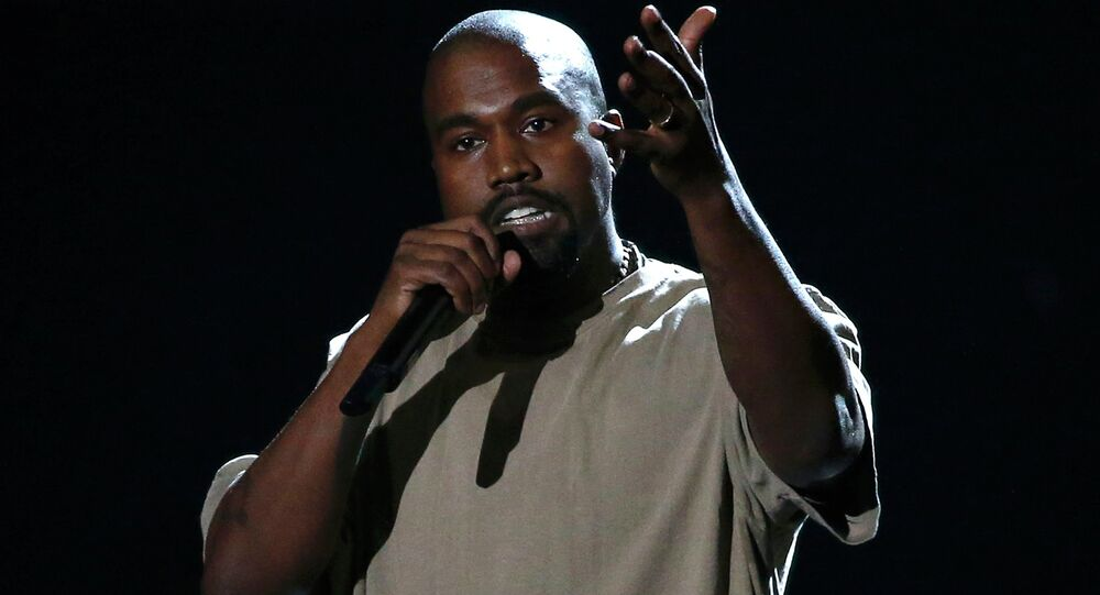 Kanye West accepts the Video Vanguard Award at the 2015 MTV Video Music Awards in Los Angeles, California, August 30, 2015