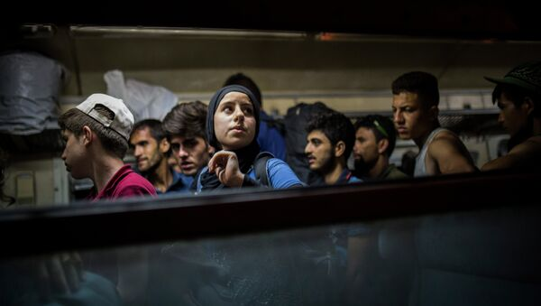 Refugees get off a train at the Macedonian station of Tabanovce, a few hundred meters away from the border with Serbia, on Friday Aug. 28, 2015. - Sputnik International