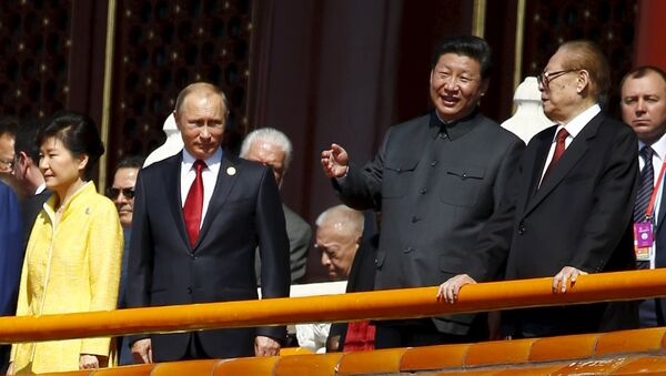 Chinese President Xi Jinping (2nd R) talks to former President Jiang Zemin (R) next to Russia's President Vladimir Putin (2nd L) and South Korea's President Park Geun-hye on the Tiananmen Gate, at the beginning of the military parade marking the 70th anniversary of the end of World War Two, in Beijing, China, September 3, 2015 - Sputnik International
