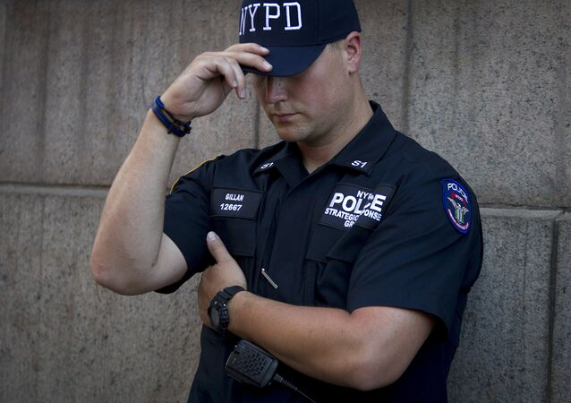 A police officer guards the perimeter outside the scene of a shooting scene at a federal building in the Manhattan borough of New York, August 21, 2015