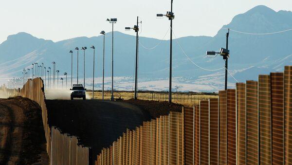 US border patrol vehicle rides along the fence at the US-Mexican border near Naco, Mexico, Sunday, Jan. 13, 2008 - Sputnik International