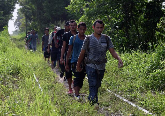 Migrants walk in Tenosique, Tabasco State, Mexico, on June 22, 2015