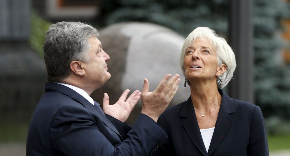 Ukrainian President Petro Poroshenko welcomes International Monetary Fund (IMF) Managing Director Christine Lagarde ahead of their meeting in Kiev, Ukraine, September 6, 2015