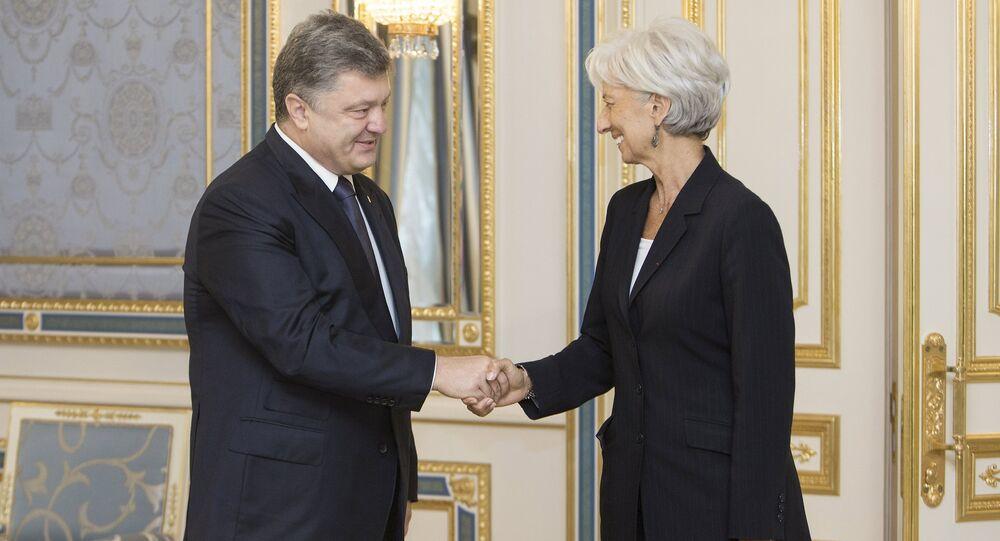 Ukrainian President Petro Poroshenko and International Monetary Fund (IMF) Managing Director Christine Lagarde shake hands during their meeting in Kiev, Ukraine, in this September 6, 2015