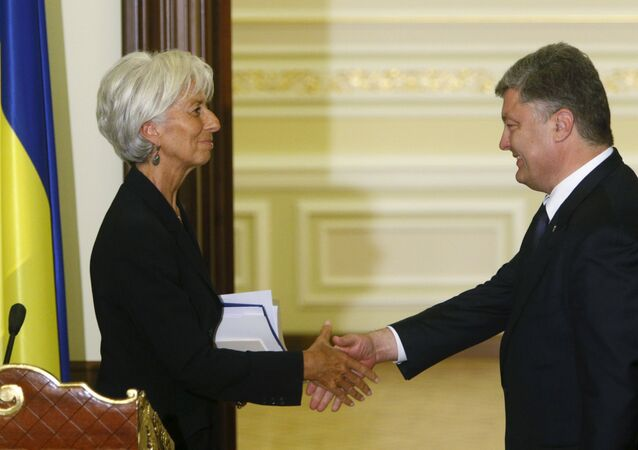 Ukrainian President Petro Poroshenko greets International Monetary Fund (IMF) Managing Director Christine Lagarde after a news conference in Kiev, Ukraine, September 6, 2015