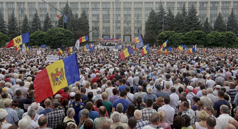 Protesters carry Moldova's national flags during an anti-government rally, organised by the civic platform Dignity and Truth (DA), in central Chisinau, Moldova, September 6, 2015