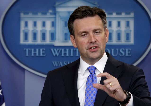 White House Press Secretary Josh Earnest speaks during a press briefing at the White House in Washington September 3, 2015.