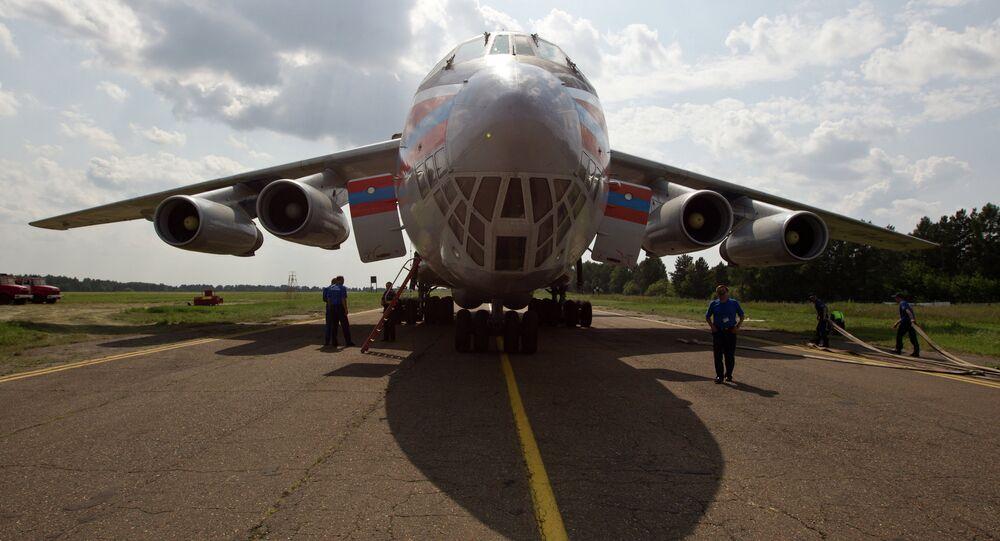 EMERCOM's Ilyushin 76 plane takes aboard water to battle wildfires