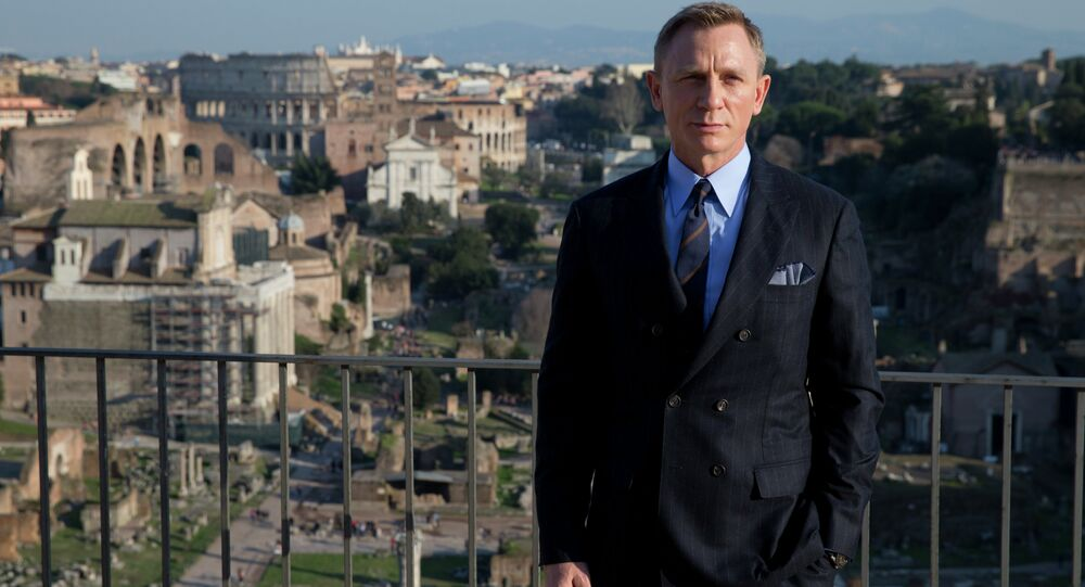 Daniel Craig gave $50k to Pro-Sanders Super-PAC That Bernie Hates