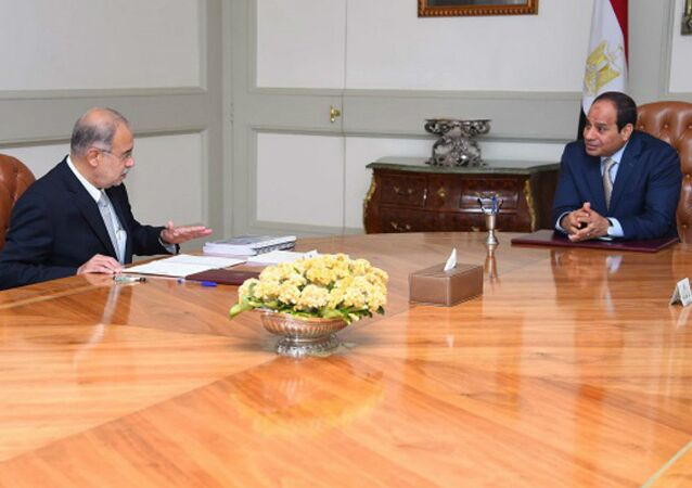 President Abdel-Fattah El-Sisi Meeting with the Petroleum Minister to follow up the Petroleum Sector plans 25-7-2015