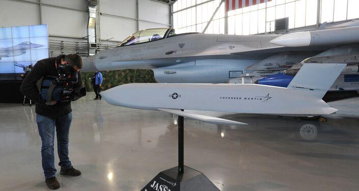 Model of a JASSM missile.