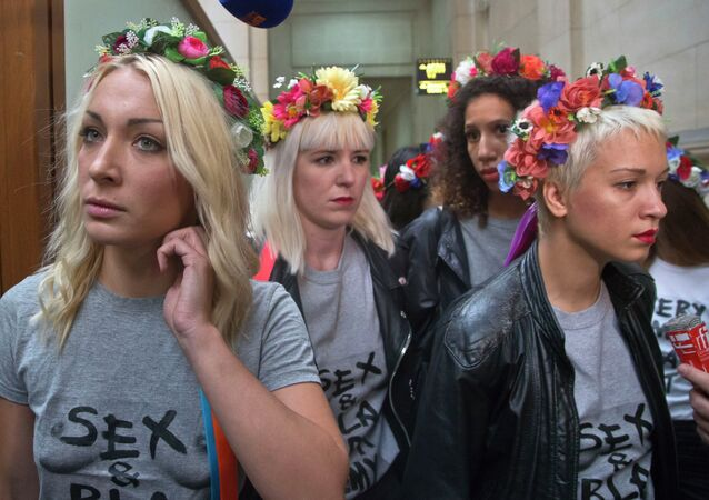Leader of the feminist protest group Femen Ukrainian Inna Shevchenko, left, with other members of the group wearing flower crowns, arrive at court house in Paris