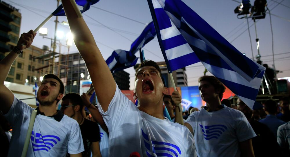 Supporters of conservative New Democracy party shout slogans before the pre-election speech by party's leader Evangelos Meimarakis at Omonia square in Athens, Sept. 17, 2015.