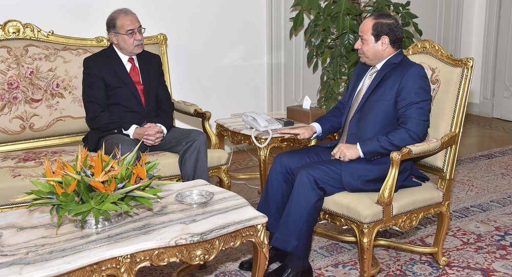 Egyptian President Abdel Fattah al-Sisi (R) meets with Egypt's former Petroleum minister Sherif Ismail (L) in Cairo, Egypt, September 12, 2015, in this handout picture courtesy of the Egyptian Presidency