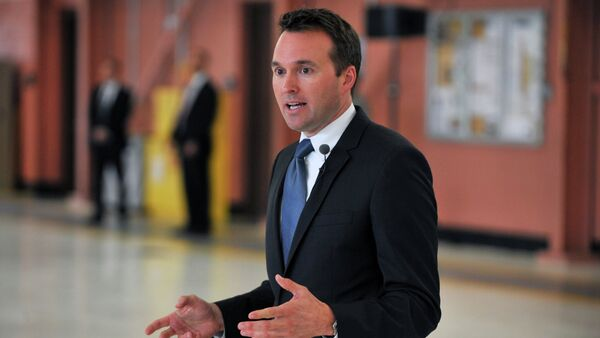 Acting Secretary of the Air Force Eric Fanning speaks to 300 members of the 106th Rescue Wing, New York Air National Guard during a visit to Francis S. Gabreski Air National Guard Base in Westhampton Beach, New York on July 25, 2013 - Sputnik International