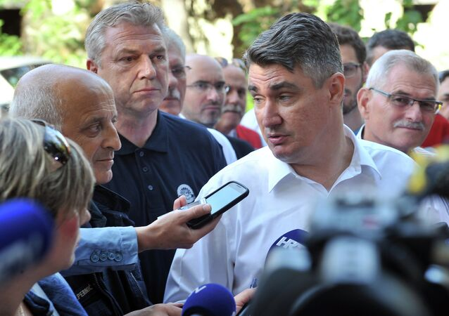 Croatian Prime Minister Zoran Milanovic (R) gives a media statement as he visits Beli Manastir refugee transit center in North-Estern Croatia, on September 19, 2015