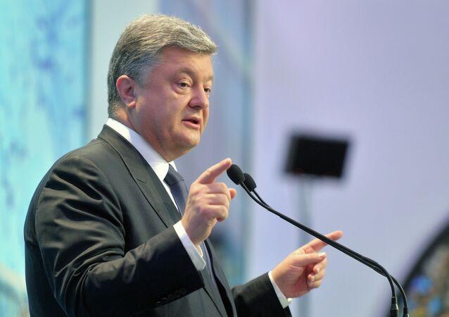 Ukrainian President Petro Poroshenko delivers a speech during 12th Yalta Annual Meeting (YES) in Kiev on September 11, 2015