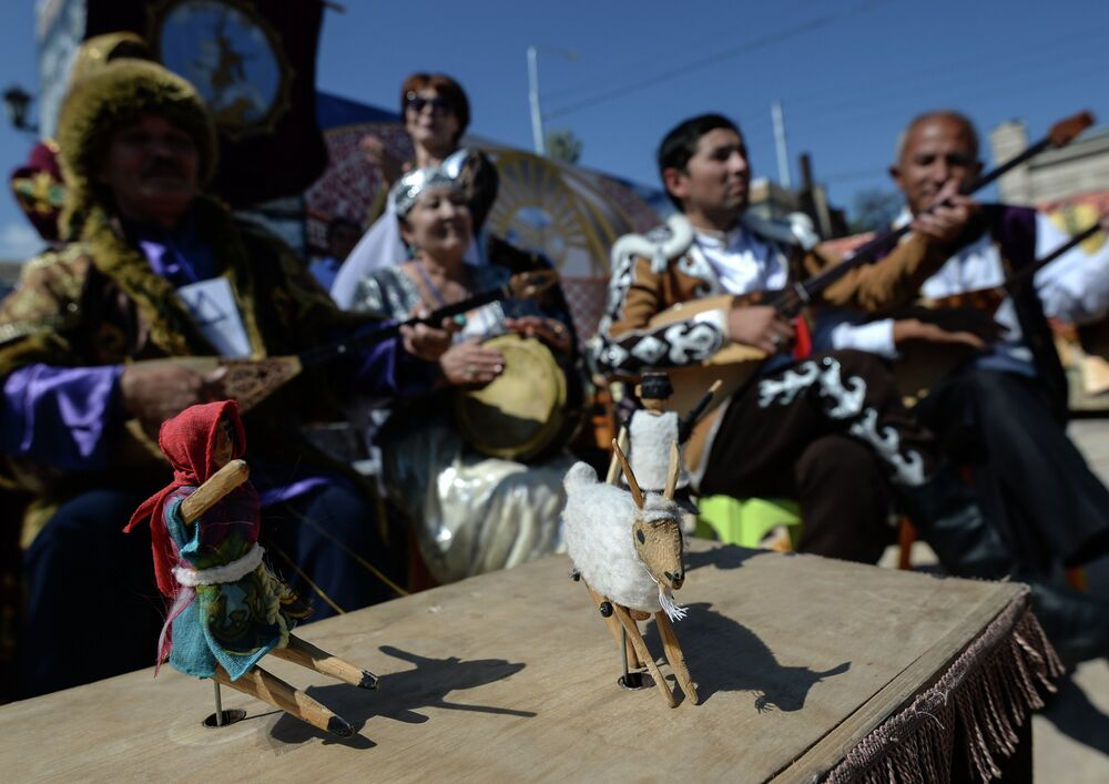 The festival included a historical reconstruction of the ancient life and customs of the inhabitants of Derbent.
