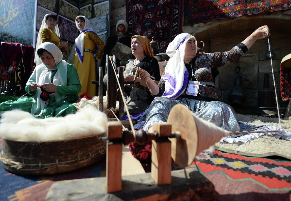 City residents and guests were given a chance to become more acquainted with the craftsmanship of carpet weaving and pottery making.