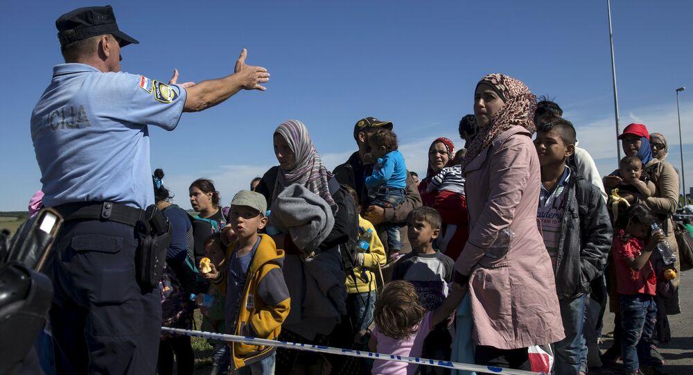 Migrants queue at the border crossing between Serbia and Croatia near Tovarnik, Croatia, September 21, 2015