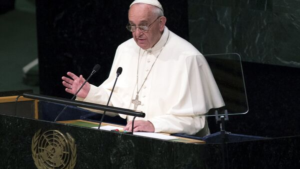 Pope Francis addresses attendees in the opening ceremony to commence a plenary meeting of the United Nations Sustainable Development Summit 2015 at the United Nations headquarters in Manhattan, New York September 25, 2015. - Sputnik International