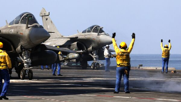 French navy Rafale fighter jets prepare to take off from the aircraft craft carrier Charles de Gaulle operating in the Gulf on February 25, 2015 - Sputnik International