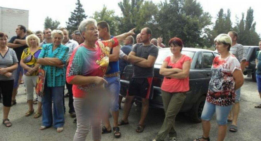 Kherson farmers protesting the collapse of prices resulting from Right Sector and Tatar activists' blockade of Crimea.
