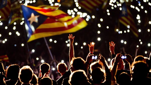 Pro independence supporters wave estelada or pro independence flags during a rally of Junts pel Si or Together for YES in Barcelona, Spain, Friday, Sept. 25, 2015 - Sputnik International
