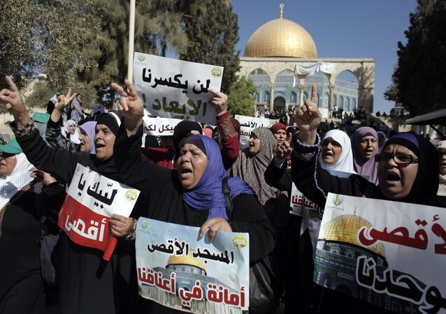 Palestinian women demonstrate in front of the Dome of the Rock after clashes between Palestinian stone throwers and Israeli forces at Jerusalem's Al-Aqsa Mosque compound, one of Islam's holiest sites, on September 27, 2015