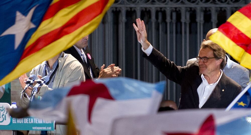 Catalonia's regional government president and leader of the Catalan Democratic Convergence (CDC) Artur Mas waves as he celebrates, following the results of the Catalan regional election on September 27, 2015 in Barcelona.