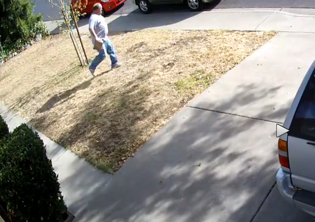 Instant Karma: Package Thief Has Bag Stolen