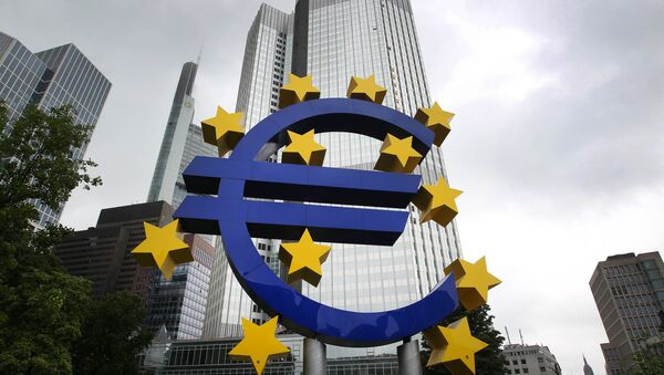 The Euro logo is pictured in front of the former headquarter of the European Central Bank (ECB) in Frankfurt am Main, western Germany, on July 20, 2015. - Sputnik International
