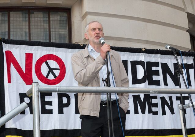 UK Labour party leader Jeremy Corbyn addresses the crowd.