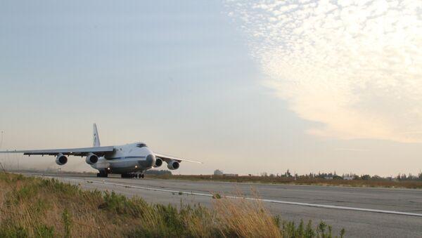 Russian transport plane Ruslan flies up at the Hmeymim base in Syria - Sputnik International