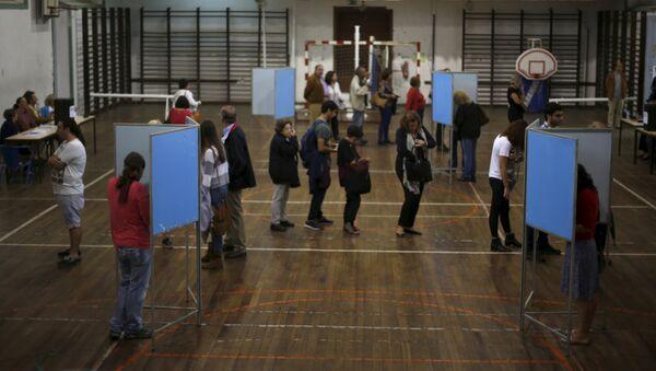 People vote at a polling station during the general election in Lisbon, Portugal October 4, 2015. - Sputnik International