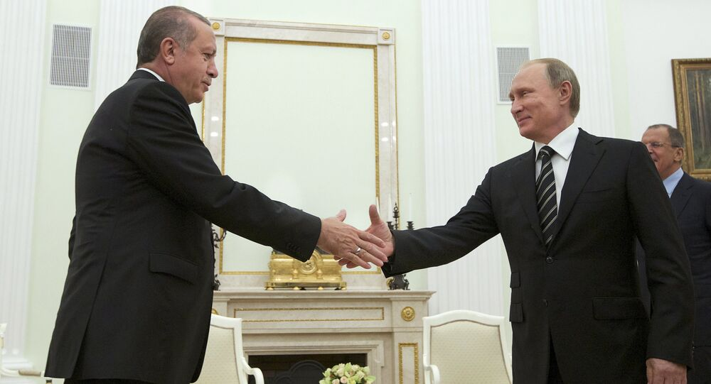 Russian President Vladimir Putin (R) shakes hands with Turkish President Tayyip Erdogan during their meeting at the Kremlin in Moscow, Russia, September 23, 2015