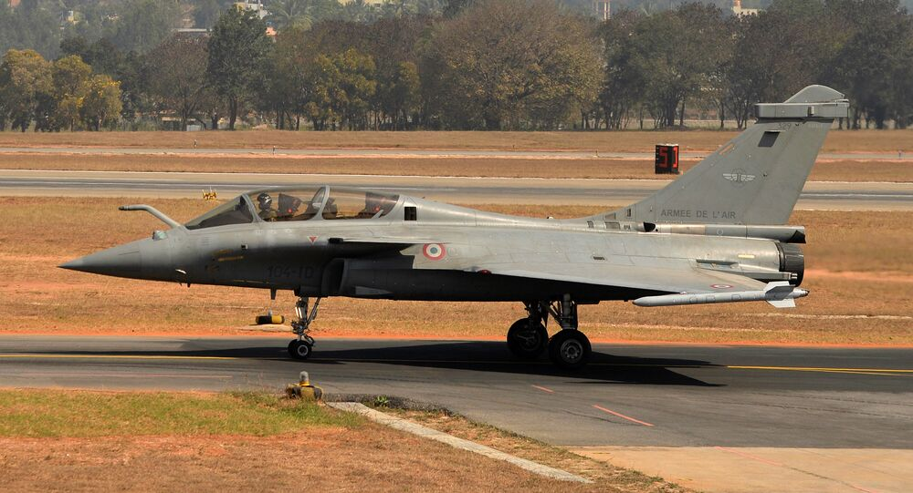 A Rafale multi-role combat aircraft from Dassault Aviation of France prepares to take off at Yelahanka Airforce Station in Bangalore on February 18, 2015, on the inaugural day of Aero India 2015