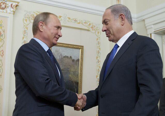 Russian President Vladimir Putin shakes hands with Israeli Prime Minister Benjamin Netanyahu