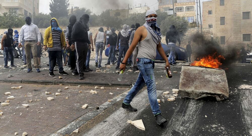 Stone-throwing Palestinians clash with Israeli police in Sur Baher, a village in the suburbs of Arab east Jerusalem, October 7, 2015