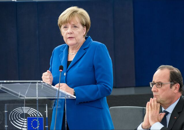 Hollande and Merkel in the plenary chamber for an historic debate with MEPs