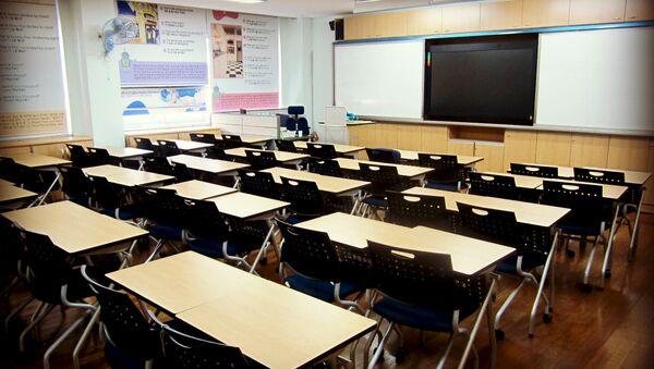 Empty desks in a classroom - Sputnik International