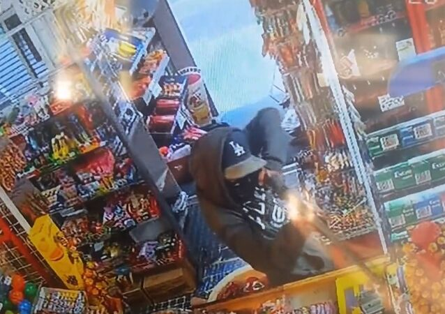 Bandits & Broomsticks .... kids try to rob store with rifle, chased off with broom