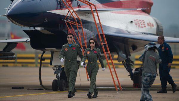 Пилоты реактивного истребителя J-10 на Авиашоу в Чжухае, Китай - Sputnik International