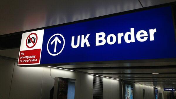 UK border control sign - Sputnik International
