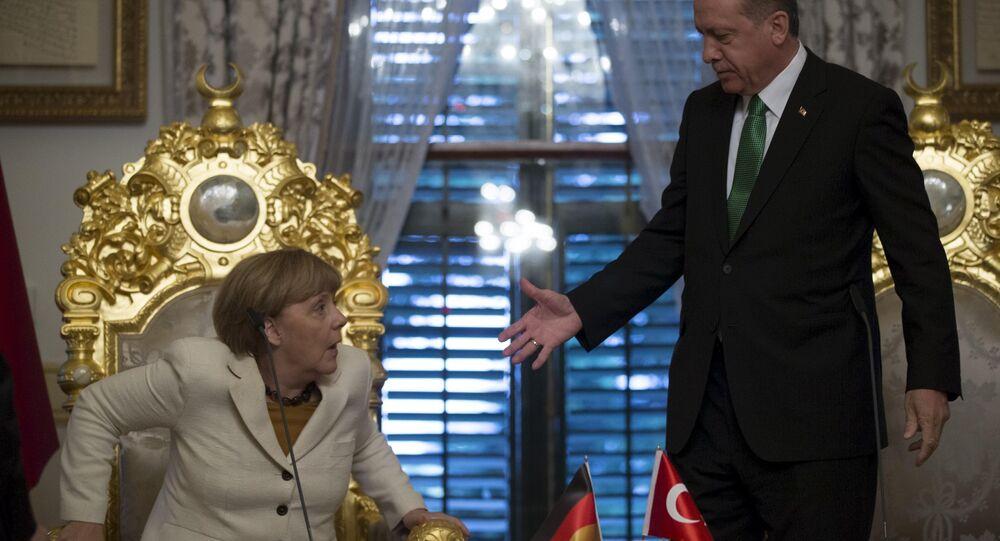 German Chancellor Angela Merkel (L) meets with Turkish President Tayyip Erdogan in Istanbul, Turkey, October 18, 2015.